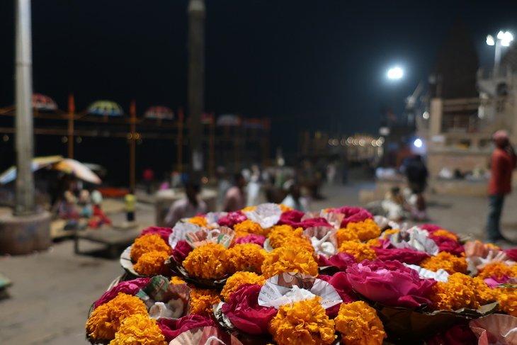 Flores em Varanasi - Índia © Viaje Comigo