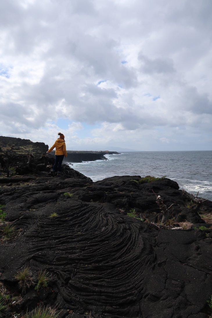 """""""Lava"""" no chão - Ilha do Pico - Açores © Viaje Comigo"""