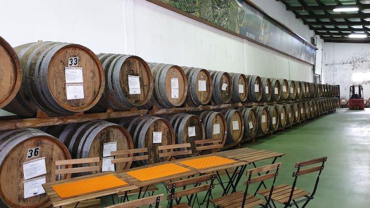 Pipas da Cooperativa do Pico - Pico Wines - Açores © Viaje Comigo