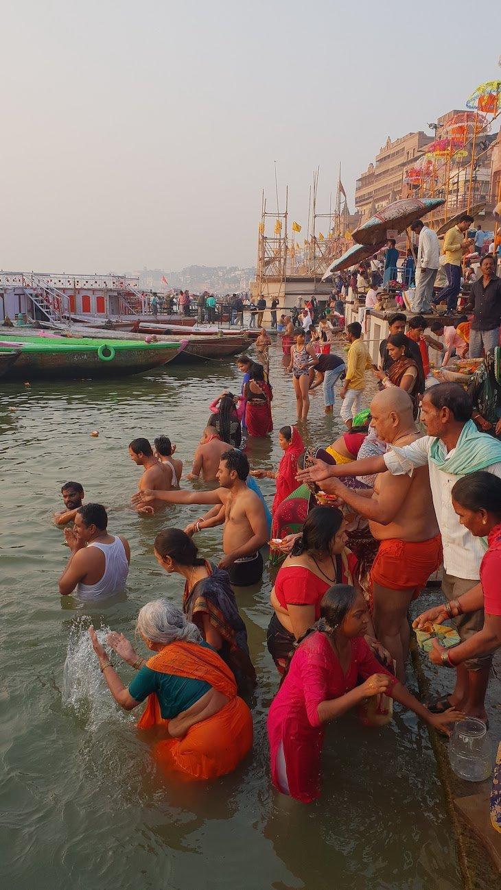 Banho sagrado no Ganges - Varanasi - Índia © Viaje Comigo