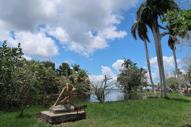 Estátuas de Índios em Boca de Guamá - Ciénaga de Zapata - Matanzas - Cuba © Viaje Comigo