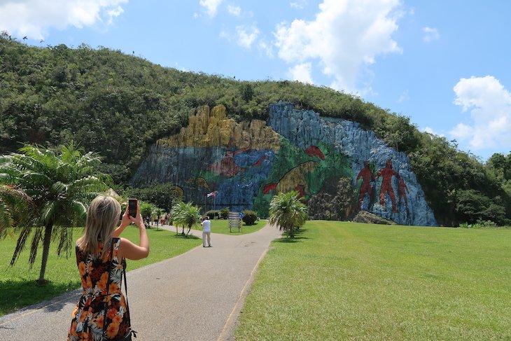 Mural Pré-histórico em Pinar del Rio - Cuba © Viaje Comigo