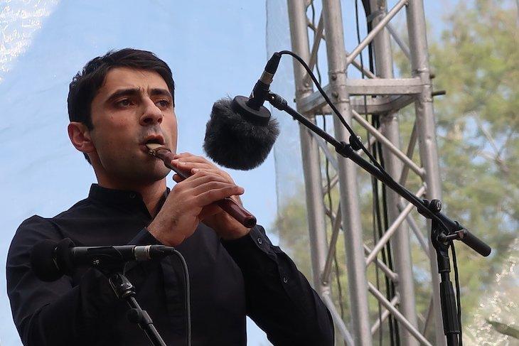 Haig Sarikouyoumdjian no Jardim Jnan Sbil: Festival de Música Sagrada do Mundo - Fez - Marrocos © Viaje Comigo