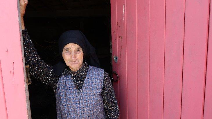 D. Olívia, de 92 anos, Habitante de Marialva, Aldeia Histórica de Portugal © Viaje Comigo