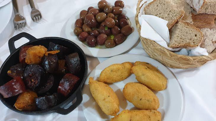 Entradas preparadas pelo chef Rui Cerveira - Castelo Novo - Aldeia Histórica de Portugal © Viaje Comigo