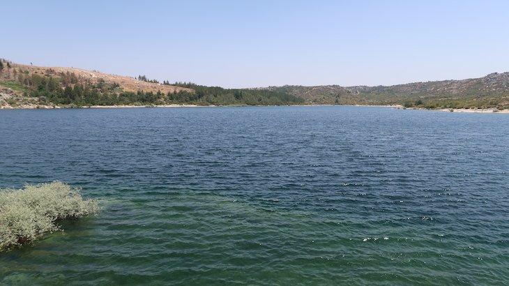 Praia fluvial Vale do Rossim - Guarda - Portugal © Viaje Comigo