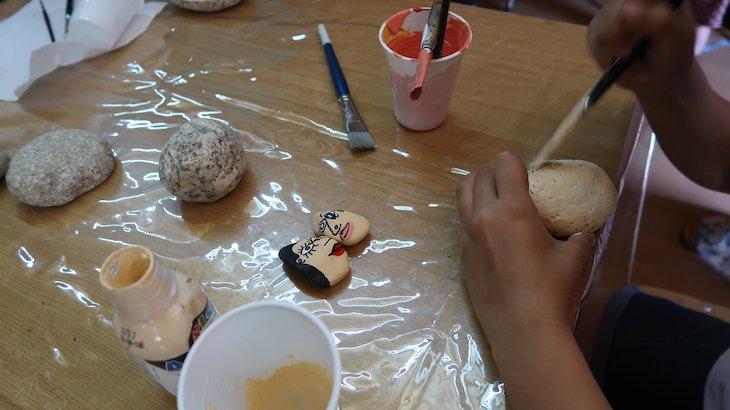 Workshop de pintura de pedras - Sortelha - Aldeia Histórica de Portugal © Viaje Comigo