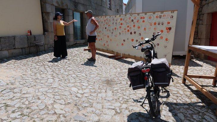 Estampar os pés de cabra, da lenda de Maria Alva, Marialva, Aldeia Histórica de Portugal © Viaje Comigo