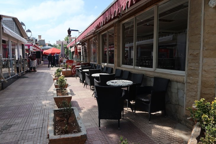 Restaurantes no centro de Ifrane - Marrocos © Viaje Comigo