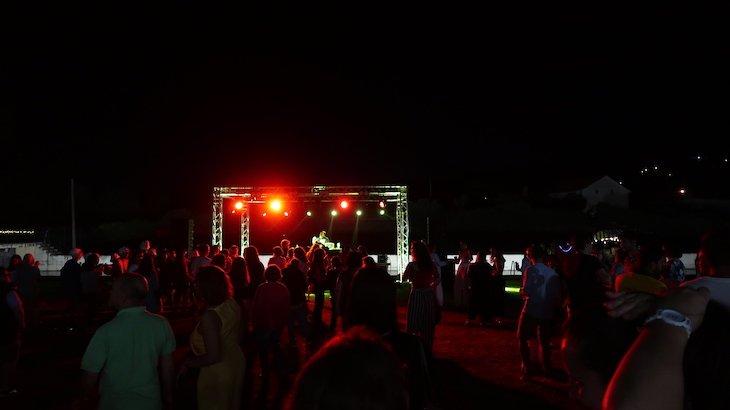 Sunset Party À Beira d'Água - Beira Baixa - Praia Fluvial da Aldeia Ruiva Proença-a-Nova © Viaje Comigo