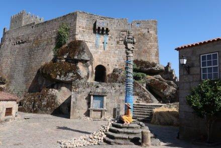 Pelourinho de Sortelha - Aldeia Histórica de Portugal © Viaje Comigo
