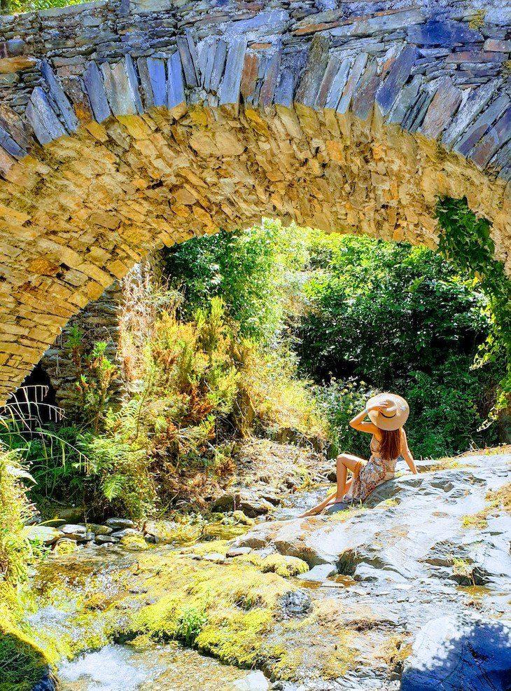 Praia Fluvial da Aldeia Histórica de Piódão - Portugal © Viaje Comigo