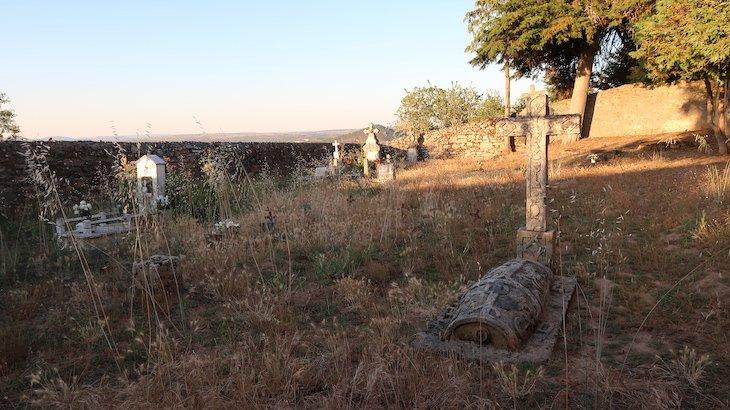 Cemitério da aldeia chamada Aldeia, Pinhel - Portugal © Viaje Comigo