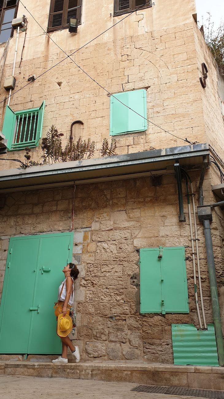 Fachada do Fauzi Azar by Abraham Hostels - Nazare - Israel © Viaje Comigo