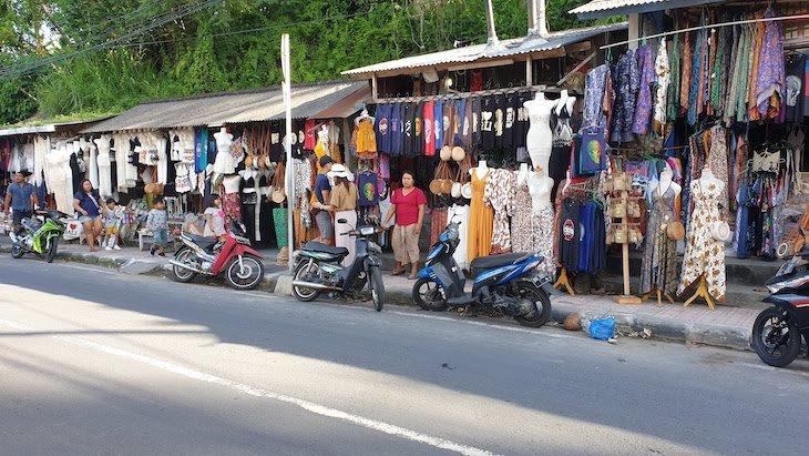 Lojas nas ruas junto dos arrozais de Ubud - Bali - Indonésia © Viaje Comigo