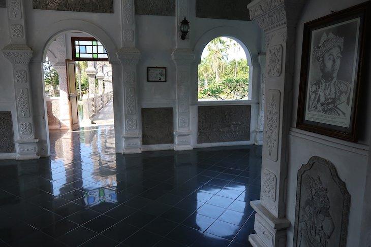 Dentro do palácio - Taman Soeka Sada - Ujung Water Palace - Bali - Indonésia © Viaje Comigo