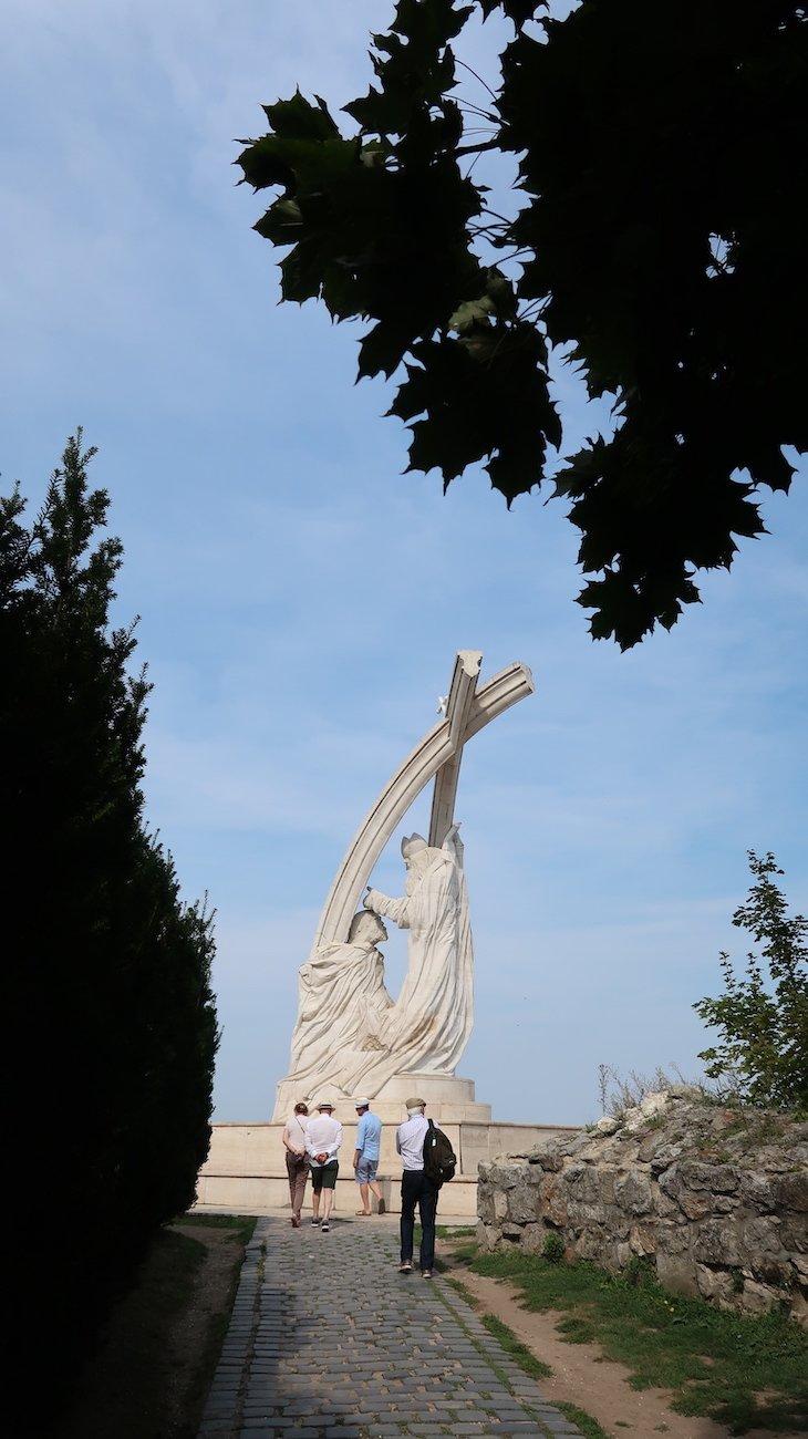 Estátua junto à Basílica de Esztergom - Hungria © Viaje Comigo