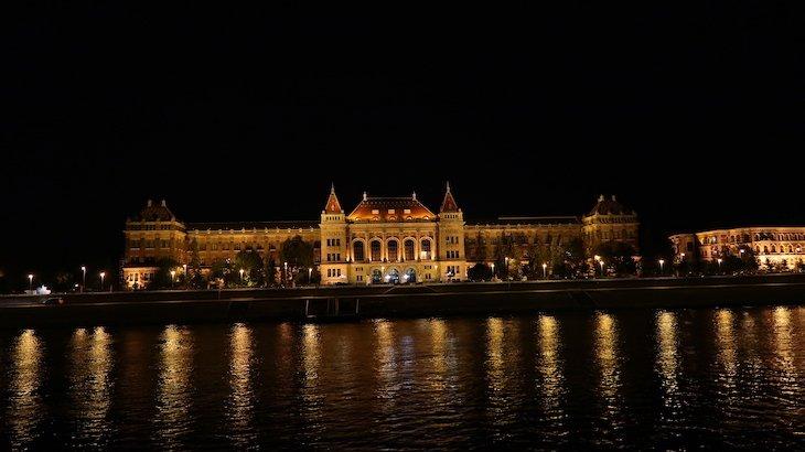 Noite em Budapeste - Hungria © Viaje Comigo