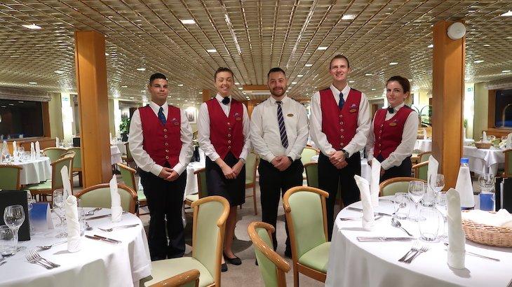 Pessoal do restaurante do Navio Beethoven CroisiEurope - cruzeiro Danúbio © Viaje Comigo