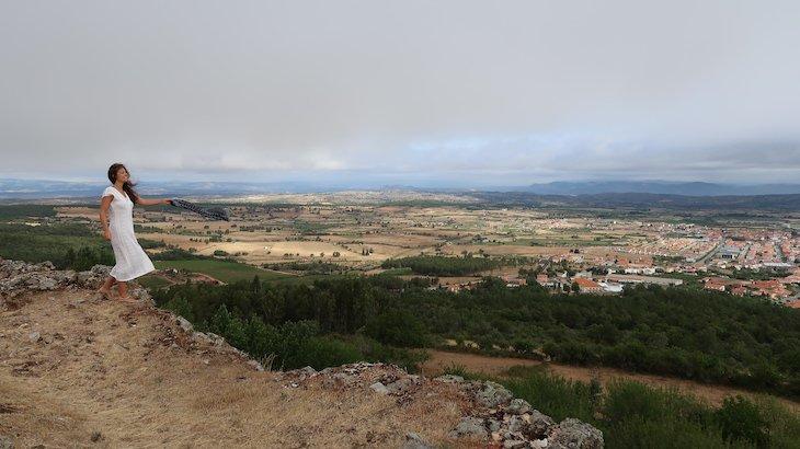 Susana Ribeiro em Castelo Rodrigo - Aldeia Histórica Portugal © Viaje Comigo
