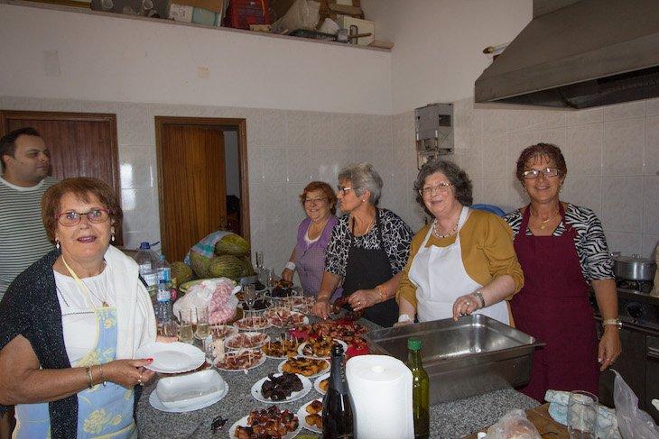 Confecção do almoço comunitário, no âmbito do Ciclo 12 em Rede em Castelo Rodrigo © Aldeias Históricas de Portugal
