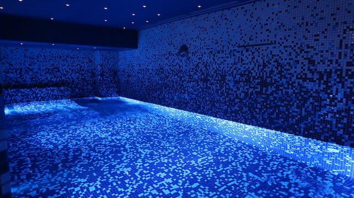 Piscina interior - Hotel Califórnia Urban Beach - Albufeira - Algarve © Viaje Comigo