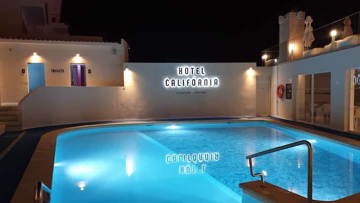 Luzes da piscina - Hotel Califórnia Urban Beach - Albufeira - Algarve © Viaje Comigo