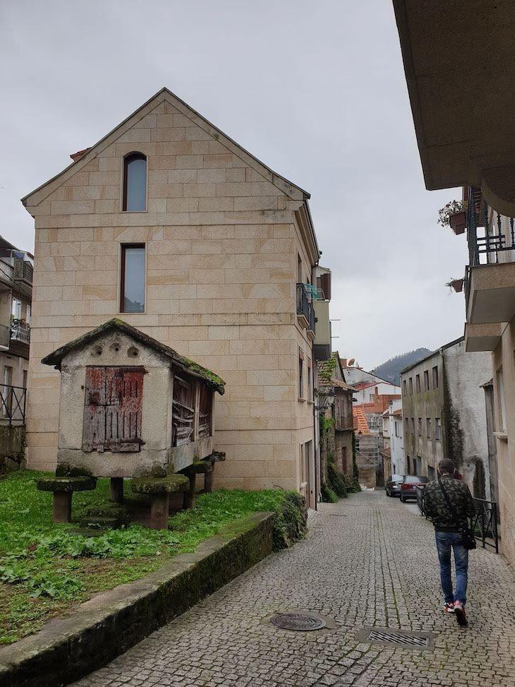 Espigueiros na Cidade de Redondela - Galiza © Viaje Comigo