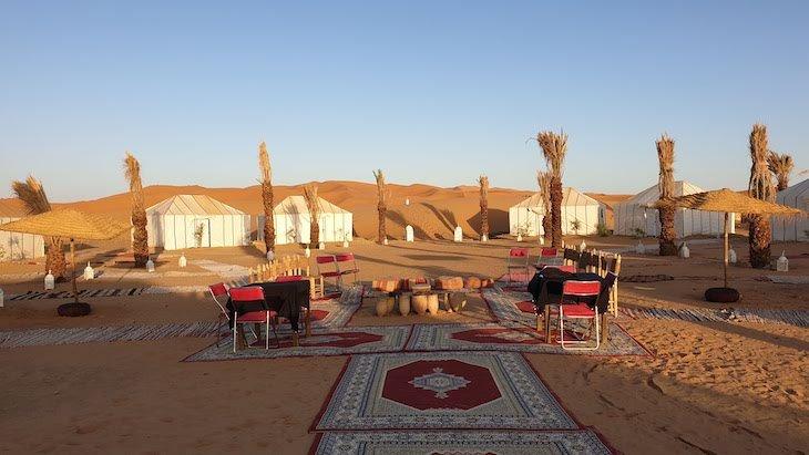 Acampamento junto das dunas de Erg Chebbi, Merzouga - Deserto Saara, Marrocos © Viaje Comigo
