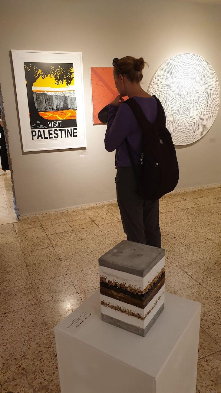 Galeria do The Walled Off Hotel - Muro Palestina - Belém - Cisjordânia © Viaje Comigo