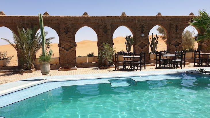 Hotel com vista para as dunas de Erg Chebbi, Merzouga - Deserto Saara, Marrocos © Viaje Comigo