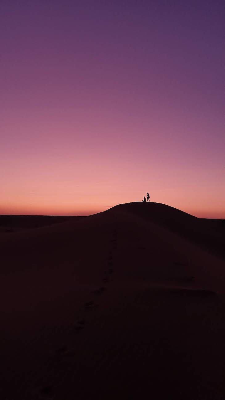 Pôr do sol nas dunas de Erg Chebbi, Merzouga - Deserto Saara, Marrocos © Viaje Comigo