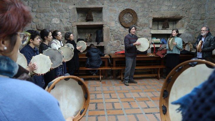Workshop de percussão em Monsanto - Aldeias Históricas de Portugal © Viaje Comigo