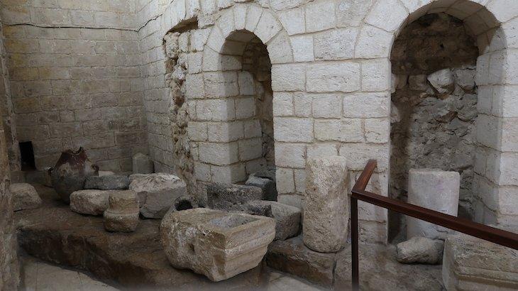 Por baixo da Igreja de Caná - Galileia - Israel © Viaje Comigo