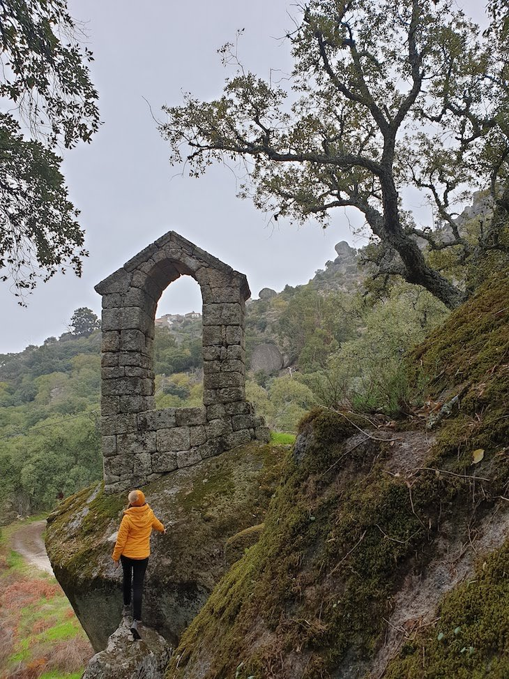 Capela de São Pedro de Vir à Corça - Monsanto - Aldeias Históricas de Portugal © Viaje Comigo