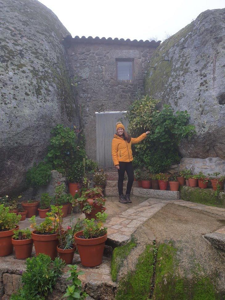 Susana Ribeiro em Monsanto - Aldeias Históricas de Portugal © Viaje Comigo