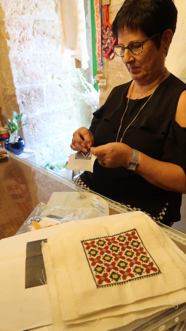 Loja de bordados em Nazaré - Israel © Viaje Comigo