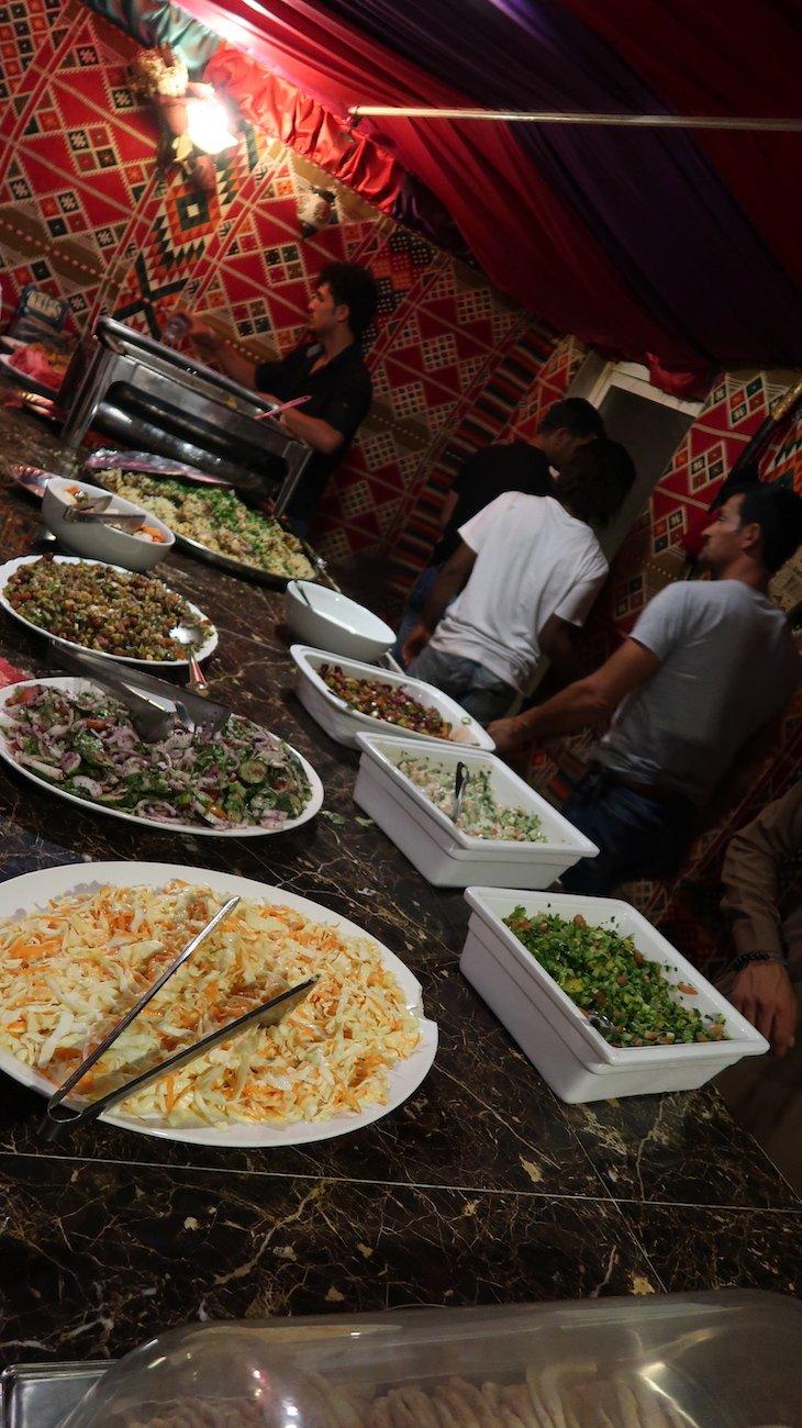 Jantar no acampamento de Petra - Jordânia © Viaje Comigo