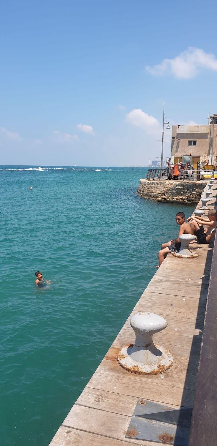 Meninos a nadar em Jaffa - Israel © Viaje Comigo