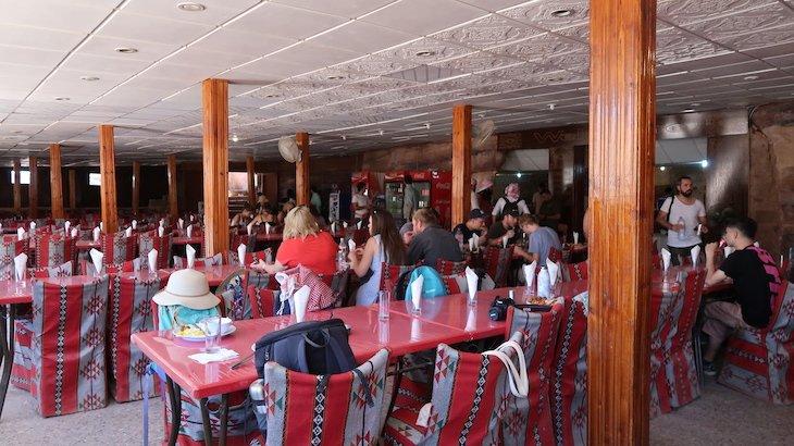 Restaurante do almoço em Petra - Jordânia © Viaje Comigo