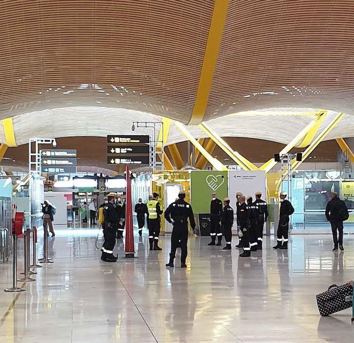 Equipa de limpeza no aeroporto de Barajas Madrid © Viaje Comigo