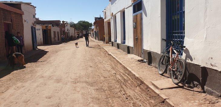 San Pedro Atacama - rua Caracoles vazia - Chile © Viaje Comigo