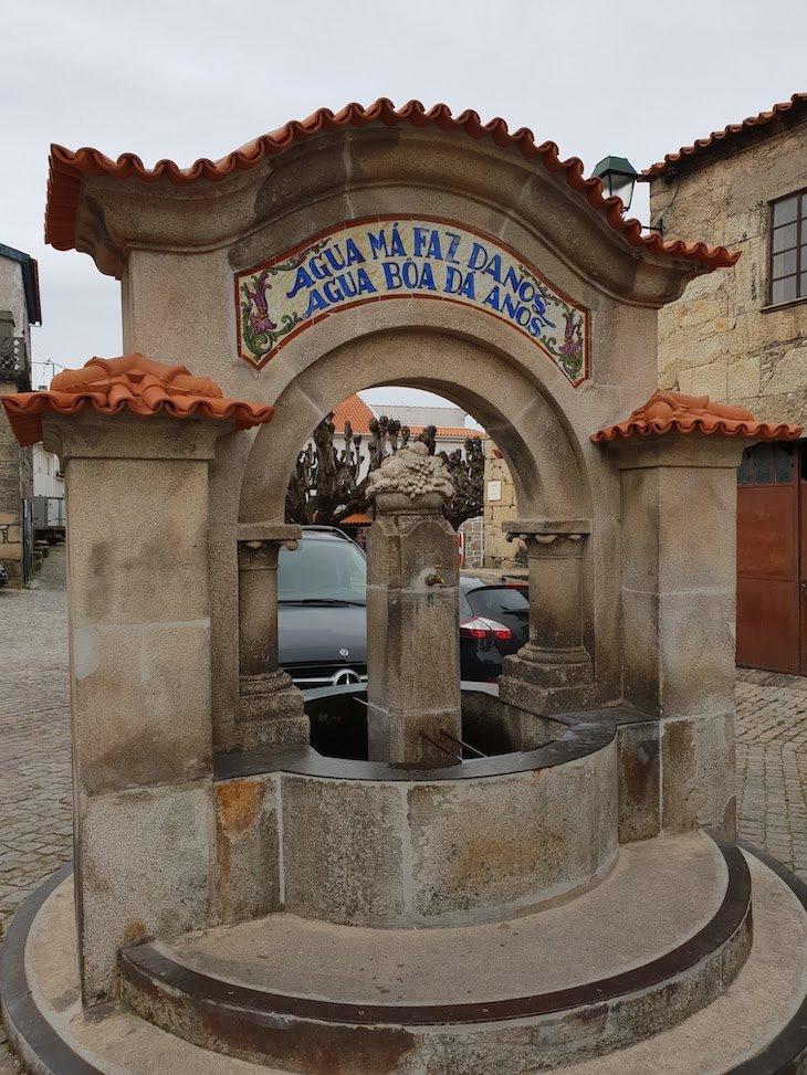 Fonte em Folgosinho - Portugal © Viaje Comigo