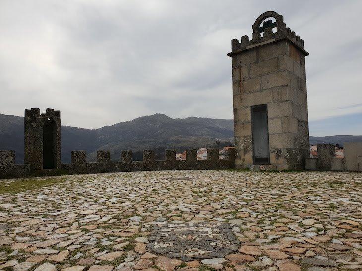 No Castelo de Folgosinho - Portugal © Viaje Comigo