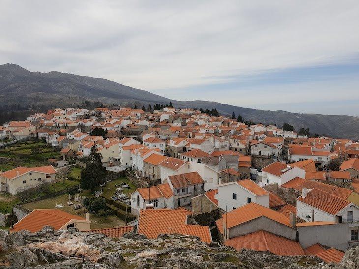Vista do Castelo de Folgosinho - Portugal © Viaje Comigo