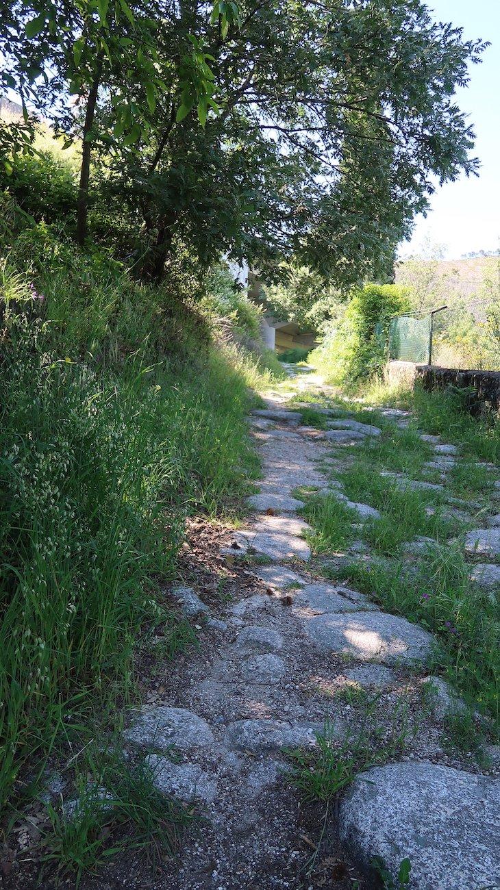Calçada romana na Vila de Alpedrinha - Fundão - Portugal © Viaje Comigo