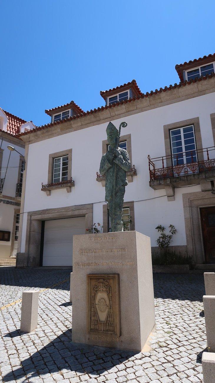 Estátua do Cardeal - Vila de Alpedrinha - Fundão - Portugal © Viaje Comigo