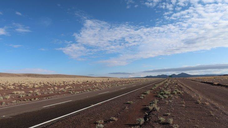 Estrada para o Tour do Vale do Arco-Íris - Deserto no Atacama - Chile © Viaje Comigo