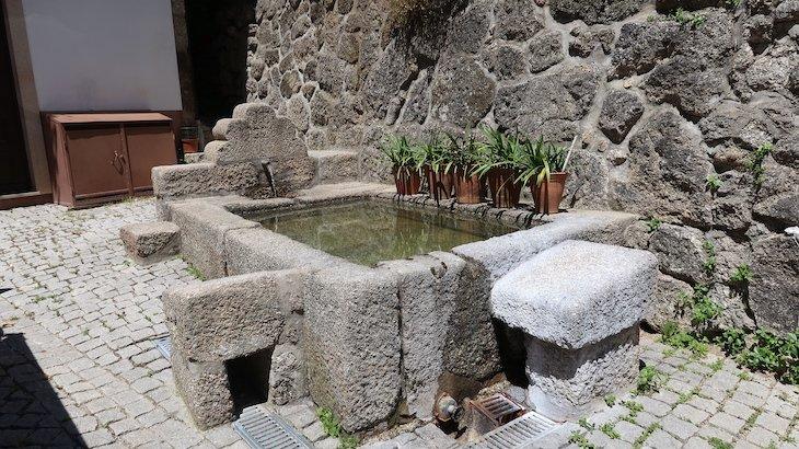 Fonte e Tanque de lavar roupa - Vila de Alpedrinha - Fundão - Portugal © Viaje Comigo