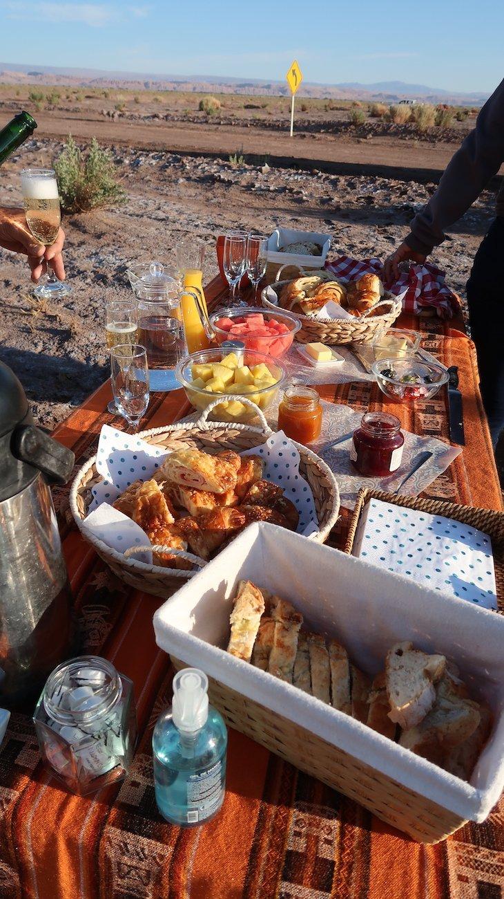 Pequeno-almoço depois do Passeio de Balão de Ar Quente - Deserto do Atacama - Chile © Viaje Comigo